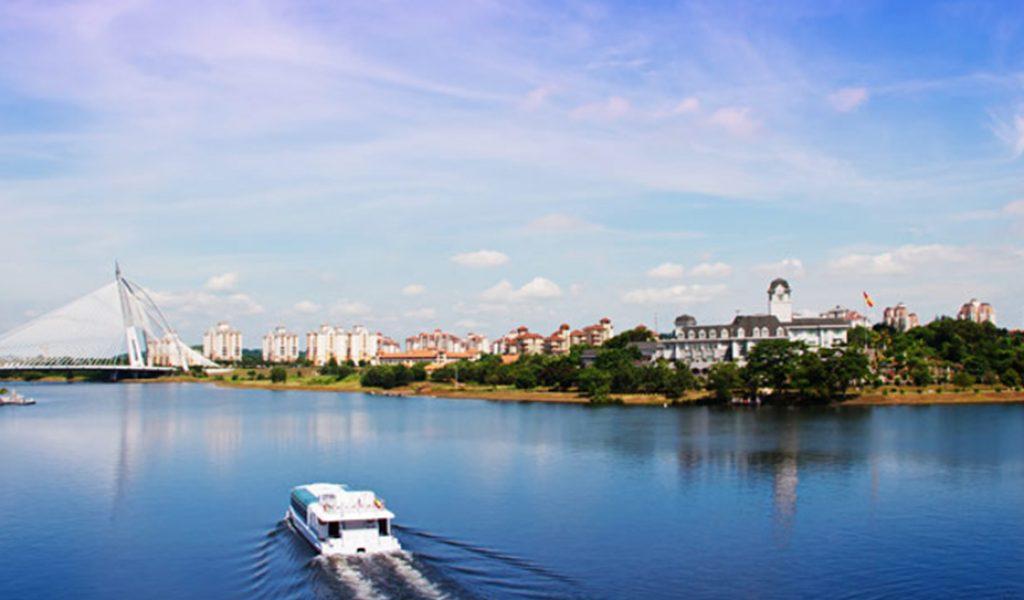 Boat-Cruise-on-Putrajaya
